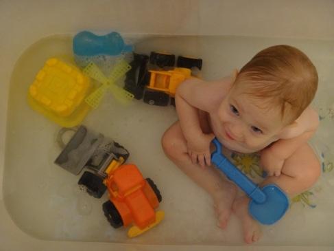 הילד במקלחת