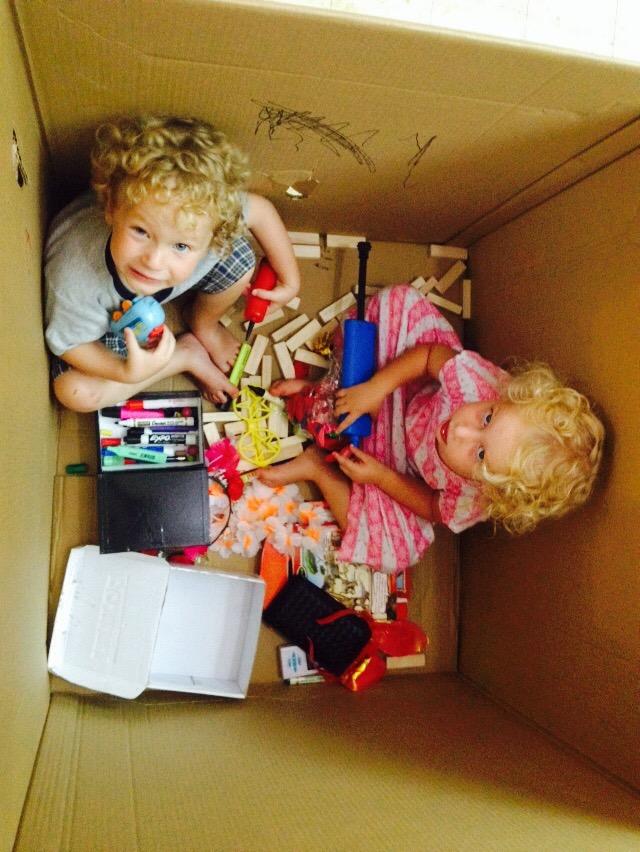ילדים בקופסה