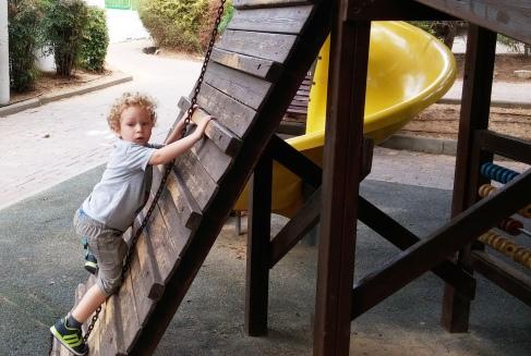 ילד בפארק